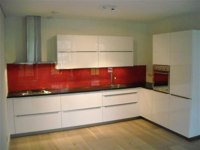 Melkglas Keuken Achterwand : Keukenachterwanden glas op maat leverancier van gehard glas op